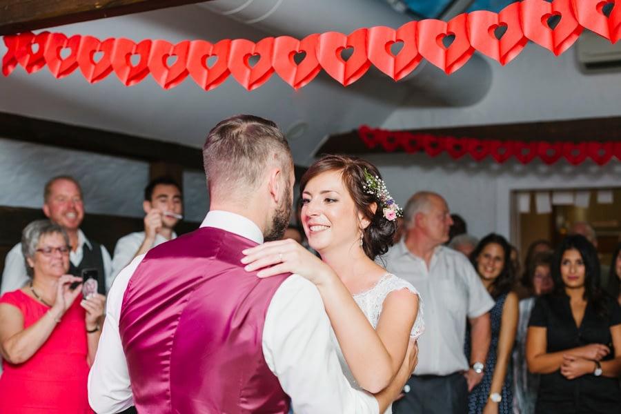 tanzende Braut
