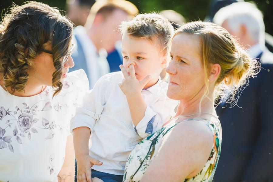 Kind auf der Hochzeit