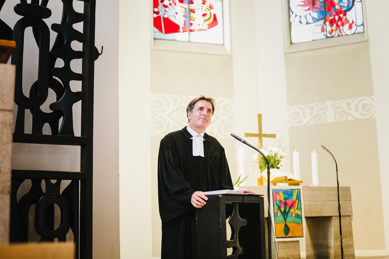Kirche Priester