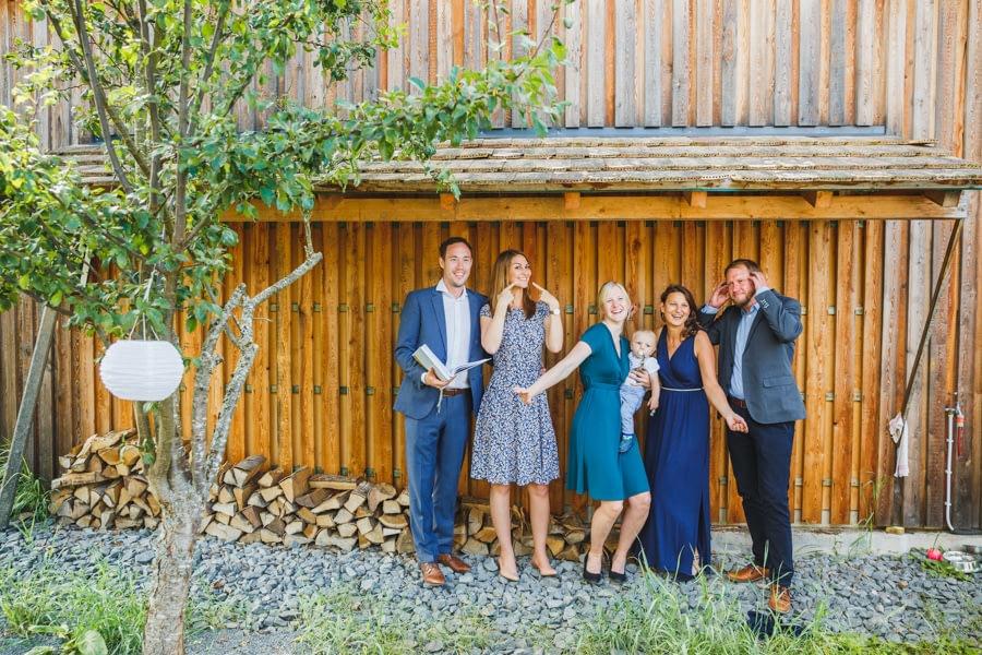 Gruppenfotos auf der Hochzeit