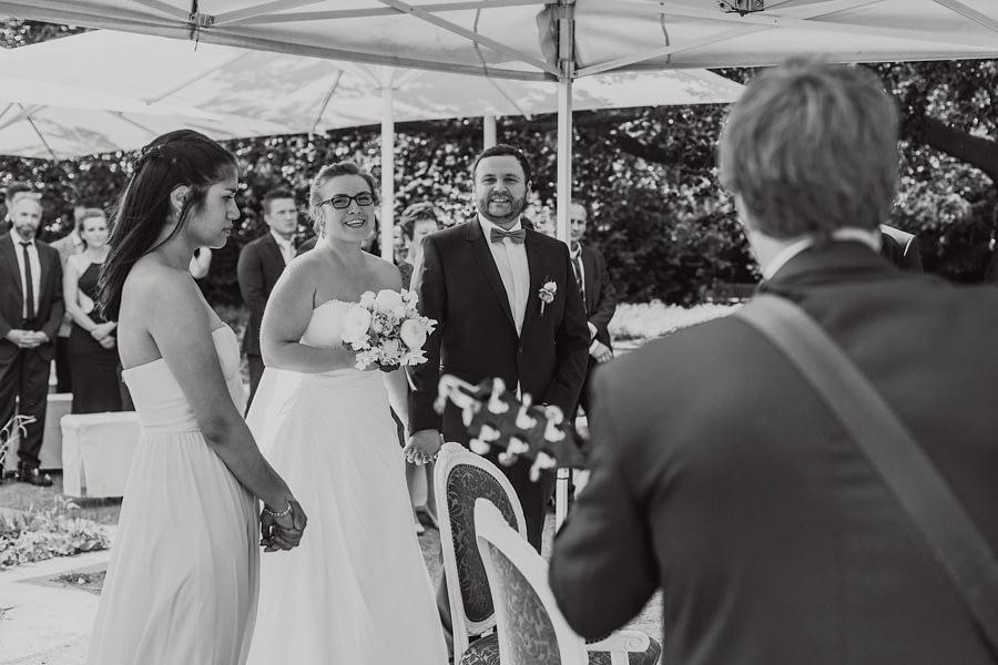 Brautpaar mit Musiker
