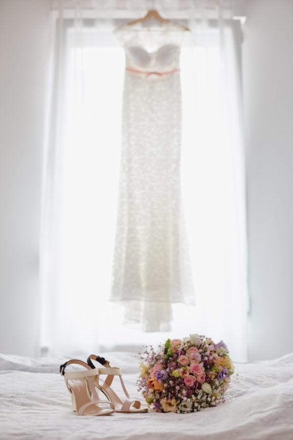 Brautkleid Brautschuhe Brautstrauß