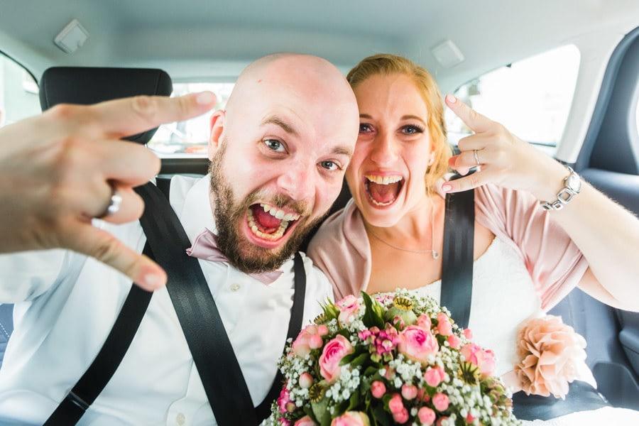 Hochzeitsauto Brautpaar